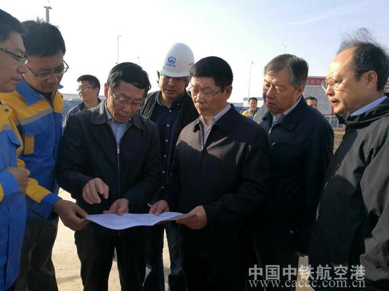 太原铁路局局长赵春雷到中鼎物流中心项目部视察指导工作